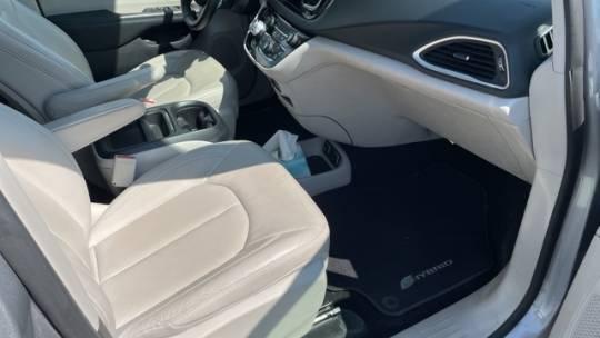 2018 Chrysler Pacifica Hybrid 2C4RC1L70JR125052