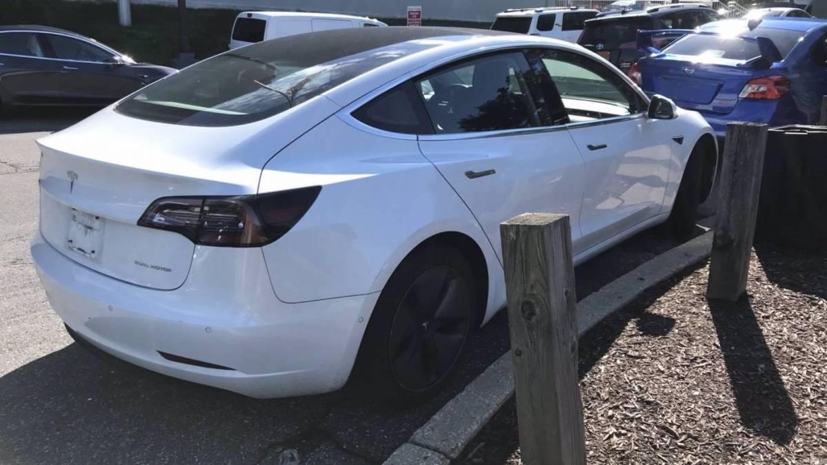 2018 Tesla Model 3 5YJ3E1EB2JF131139