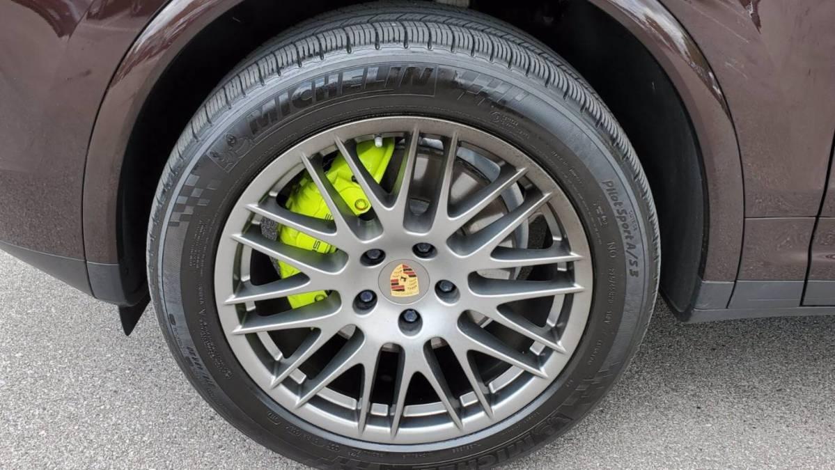 2017 Porsche Cayenne WP1AE2A26HLA70760