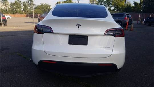 2021 Tesla Model Y 5YJYGDEE5MF200499
