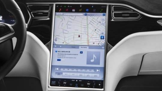 2018 Tesla Model X 5YJXCDE27JF138161