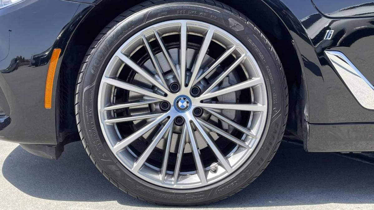 2018 BMW 5 Series WBAJA9C51JB251061