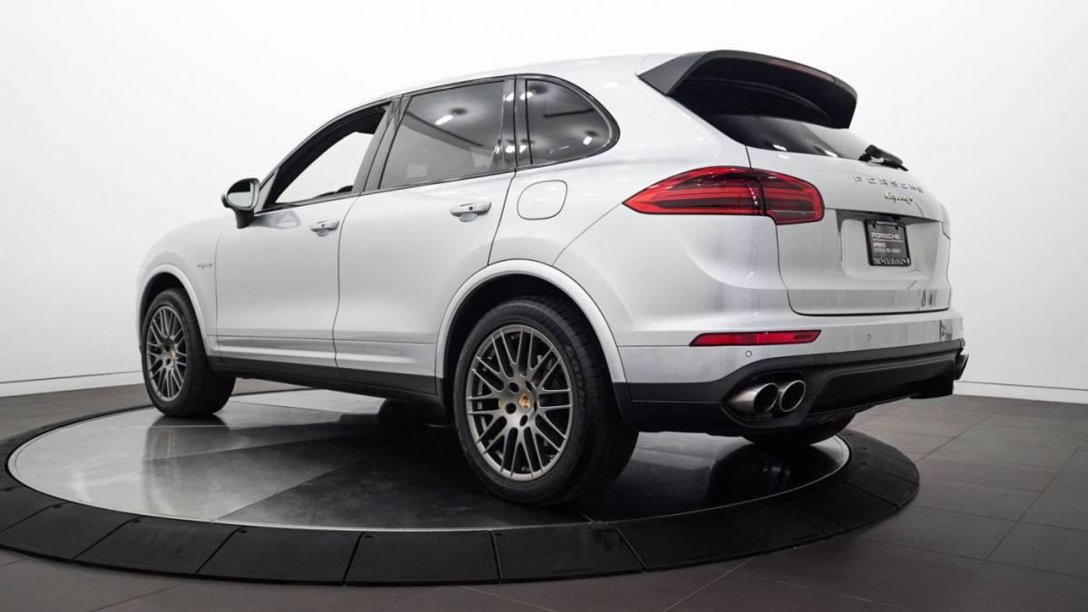 2017 Porsche Cayenne WP1AE2A21HLA74330