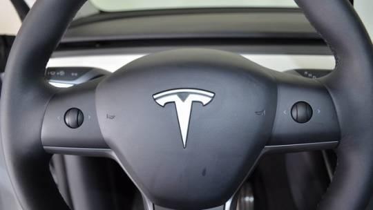 2020 Tesla Model Y 5YJYGDEE1LF014943
