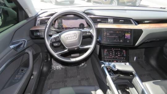 2019 Audi e-tron WA1LAAGE6KB024466