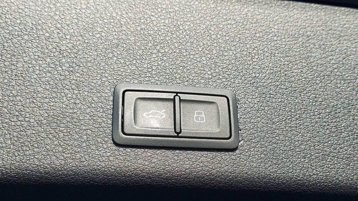 2019 Audi e-tron WA1VAAGE9KB006861