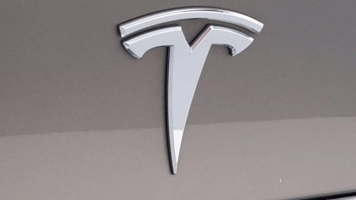 2016 Tesla Model X 5YJXCAE27GF008596