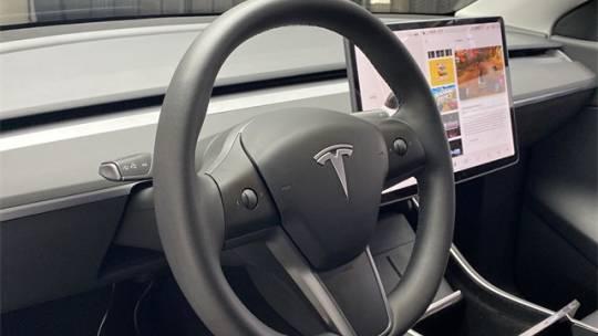 2020 Tesla Model Y 5YJYGDEE5LF008417