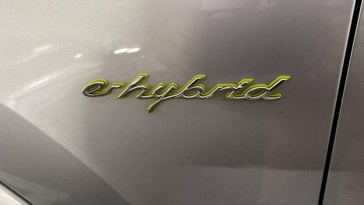 2017 Porsche Cayenne WP1AE2A2XHLA73211
