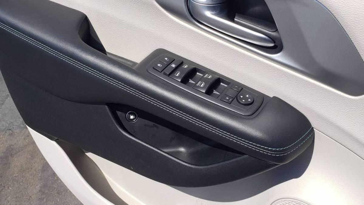 2018 Chrysler Pacifica Hybrid 2C4RC1H73JR116015