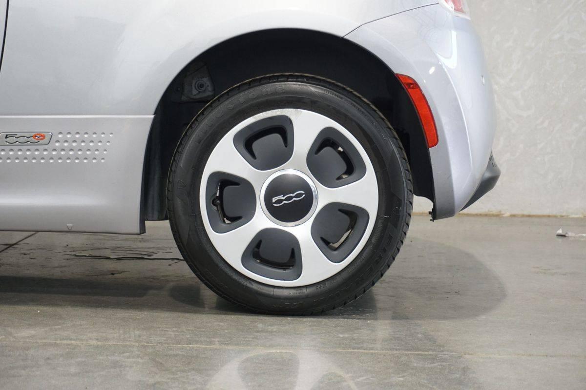 2018 Fiat 500e 3C3CFFGE4JT377388