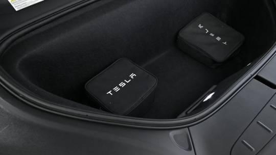 2018 Tesla Model X 5YJXCDE28JF101216