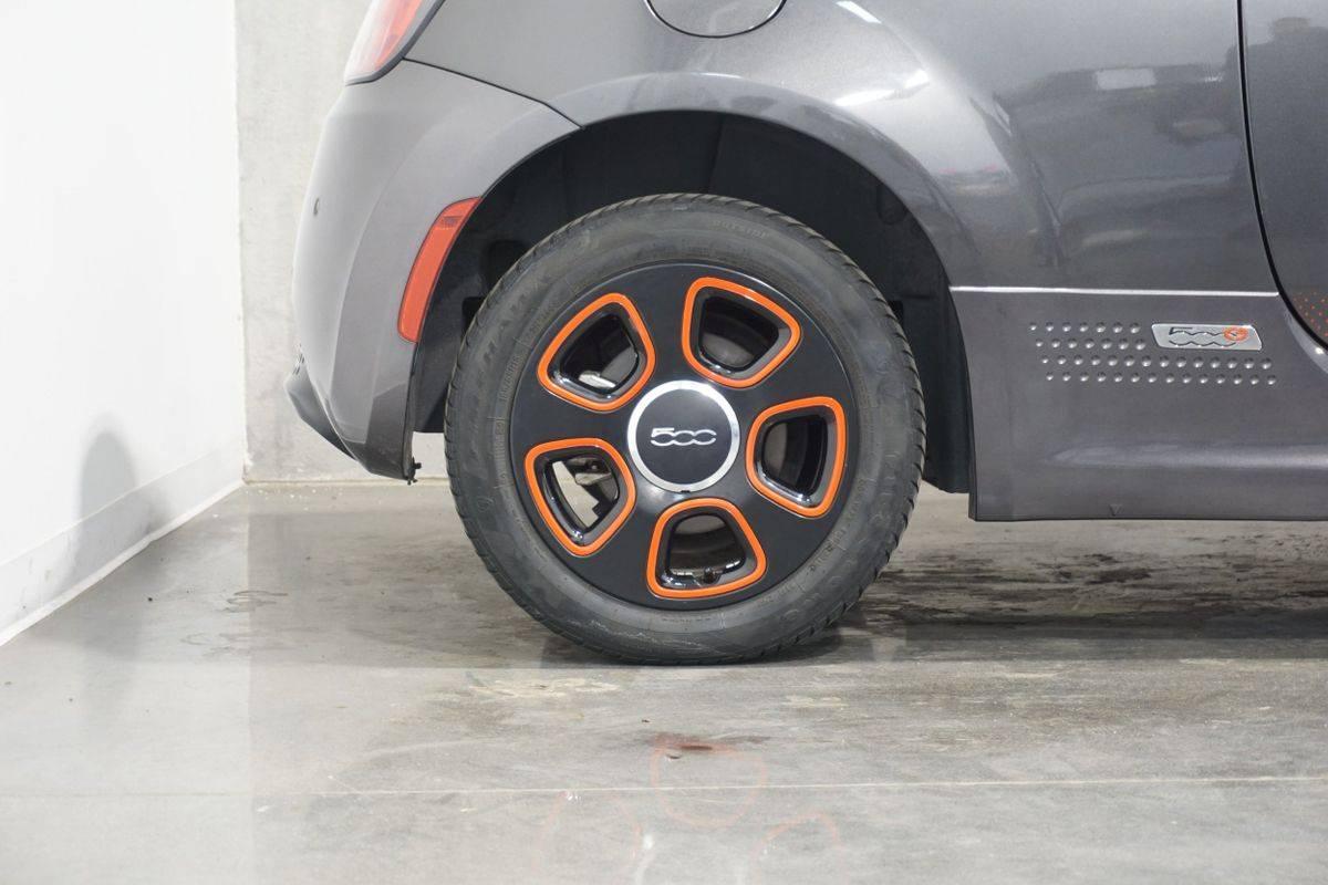 2018 Fiat 500e 3C3CFFGE9JT369352