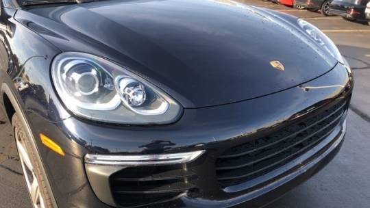 2016 Porsche Cayenne WP1AE2A28GLA64425