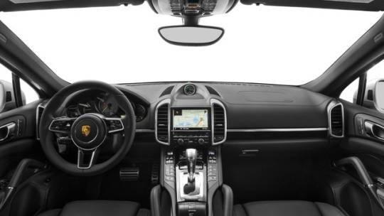 2017 Porsche Cayenne WP1AE2A25HLA68529
