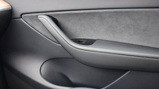 2020 Tesla Model Y 5YJYGDEE0LF010205