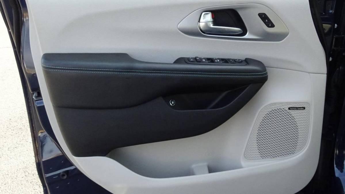2019 Chrysler Pacifica Hybrid 2C4RC1N71KR645663