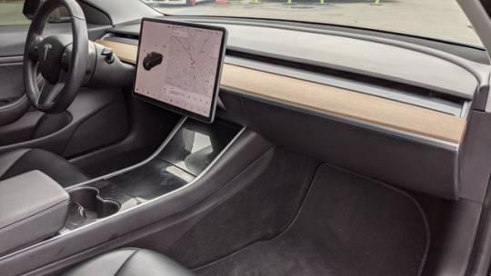 2018 Tesla Model 3 5YJ3E1EAXJF173100