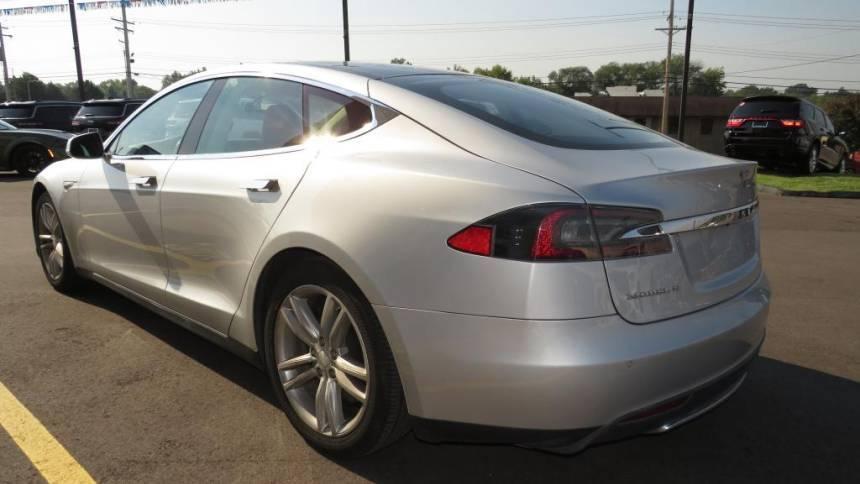 2013 Tesla Model S 5YJSA1CN4DFP23683