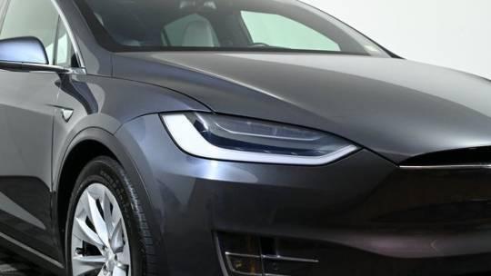 2018 Tesla Model X 5YJXCDE28JF112684