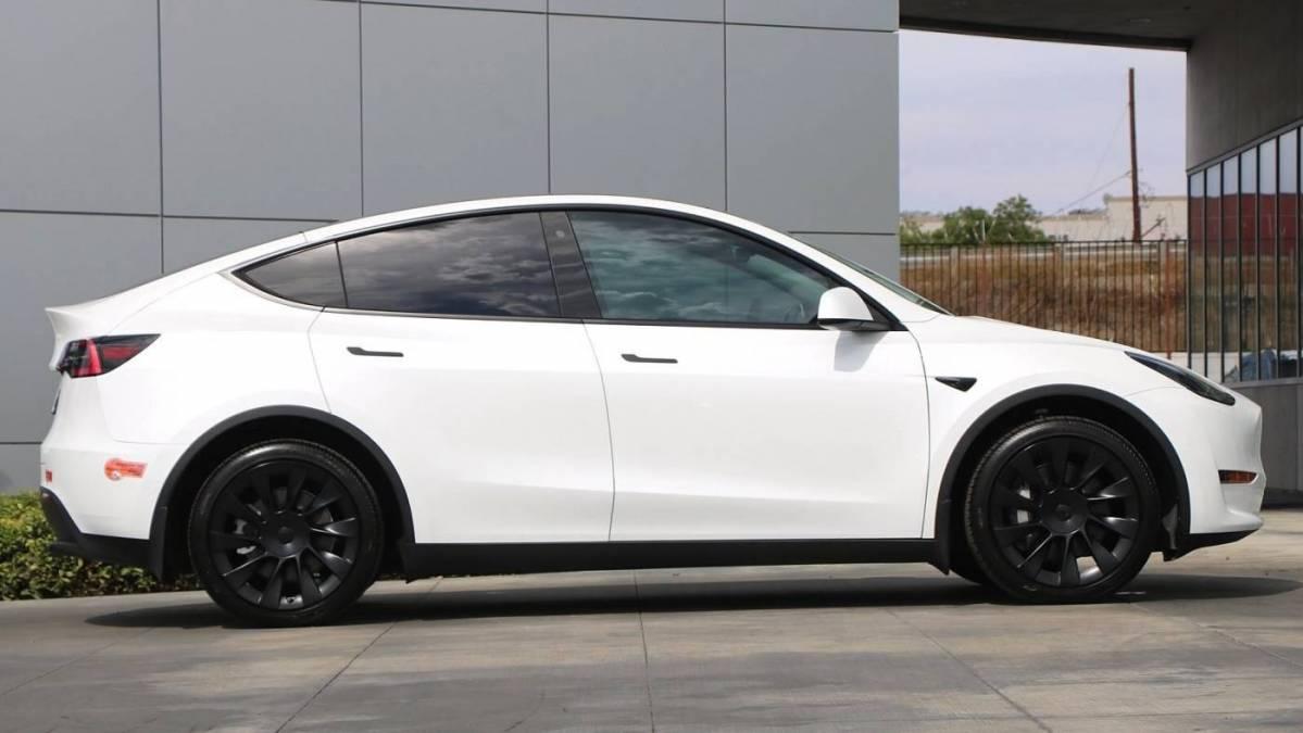 2020 Tesla Model Y 5YJYGDEE0LF056701