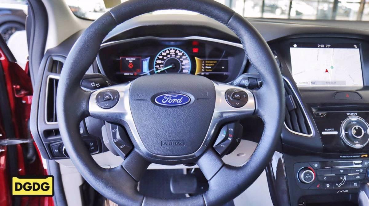 2017 Ford Focus 1FADP3R41HL246074