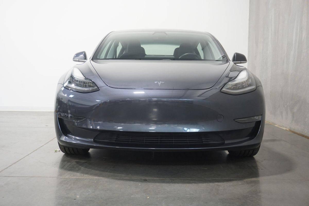 2018 Tesla Model 3 5YJ3E1EB8JF066149