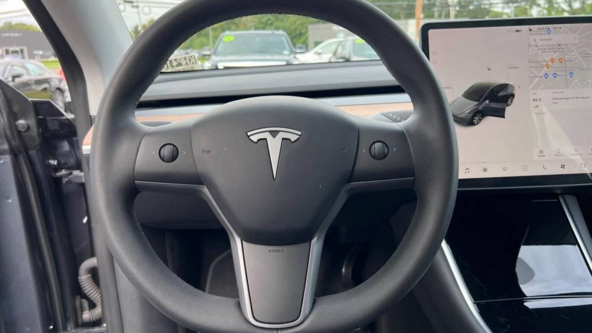 2020 Tesla Model Y 5YJYGDEE1LF044914