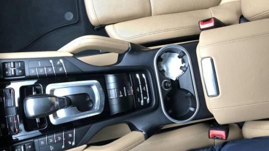 2018 Porsche Cayenne WP1AE2A29JLA72380