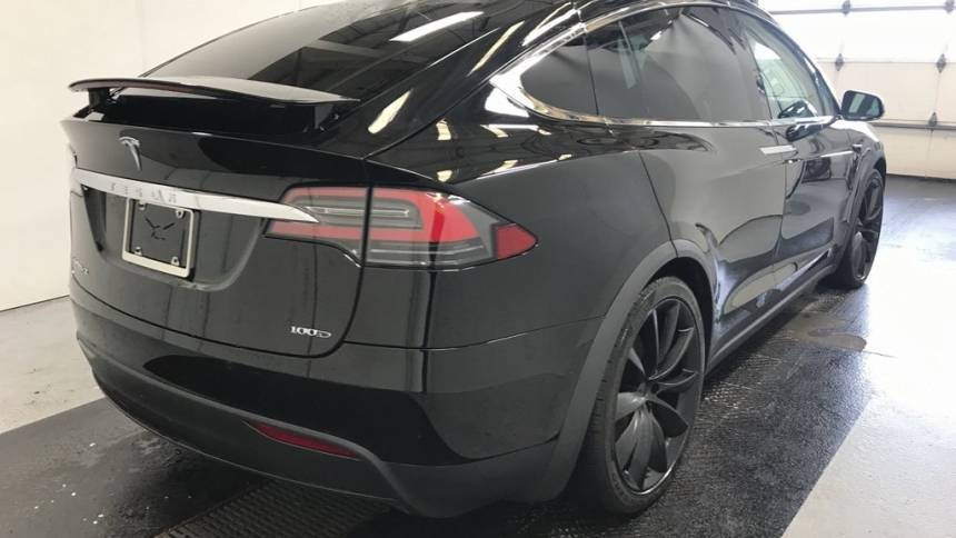 2018 Tesla Model X 5YJXCDE2XJF139613